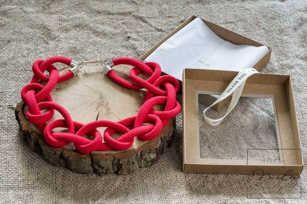 pakowanie biżuterii artystycznej